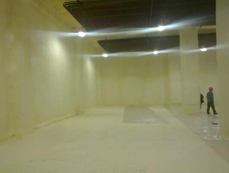 河南地区小型聚氨酯发泡机冷库施工案例